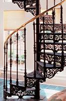 Изготовление кованной винтовой лестницы компанией «СпецМеталлМастер»