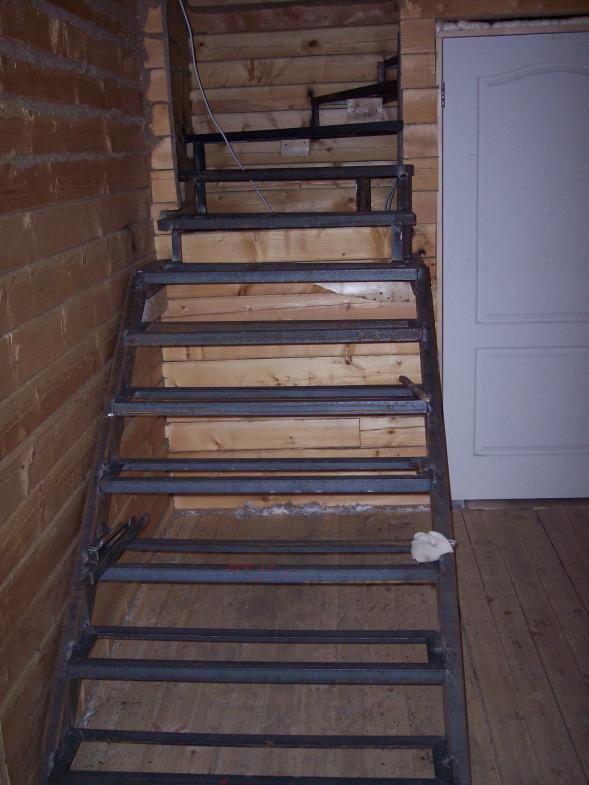 Металлический каркас для лестницы