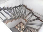 Каркас поворотной металлической лестницы.png