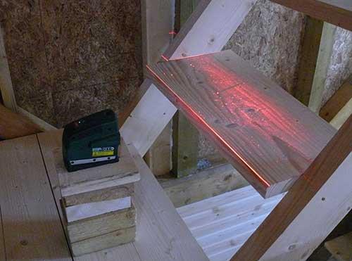 установка ступеней с помощью нивелира