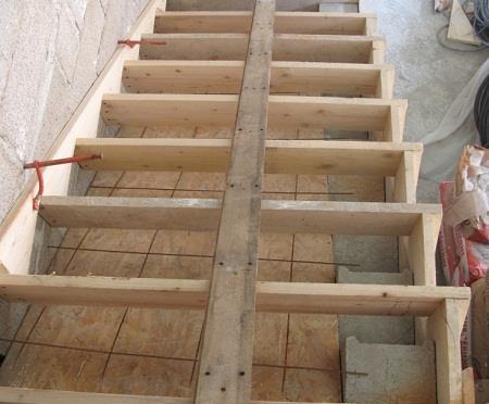 Изготовление опалубки для лестницы из бетона