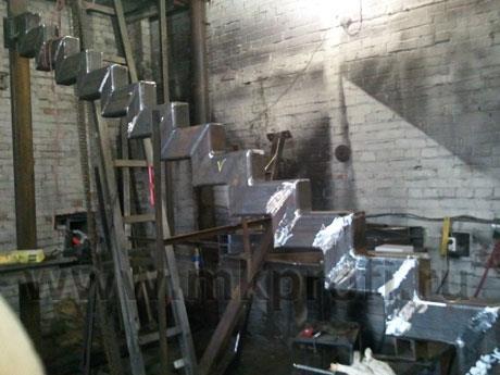 Металлический каркас в процессе изготовления