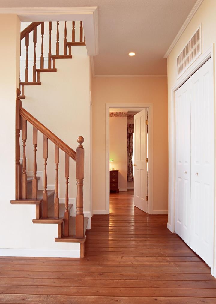 лестница деревянная с площадкой