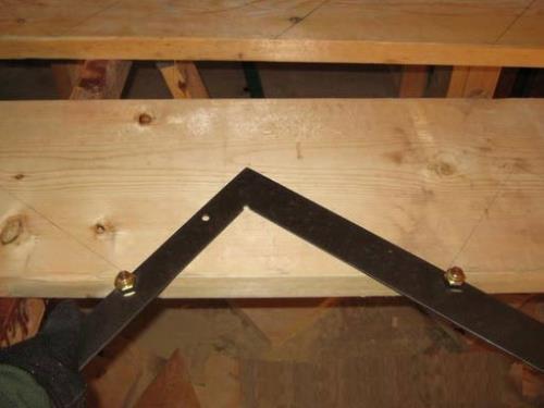 Размечаем косоур для деревянной лестницы