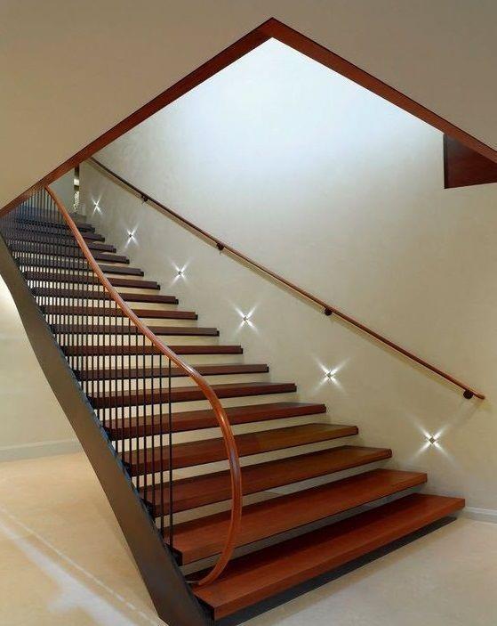 Комбинированная лестница метал - дерево
