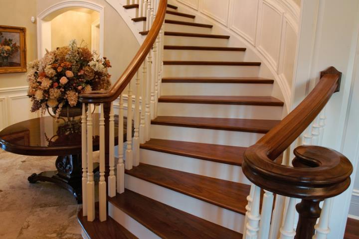 облицовка лестницы деревянными ступенями