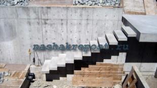 межэтажная лестница из бетона