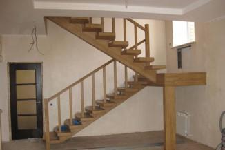 фото двухмаршевой лестницы с площадкой