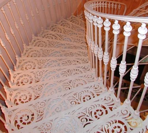 Эксклюзивная модель металлической лестницы