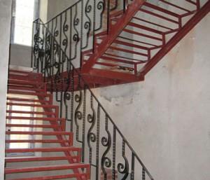 Металлическая маршевая лестница