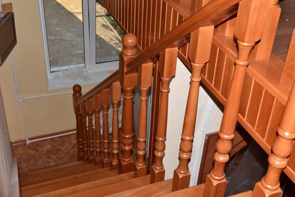 деревянная лестница после монтажа
