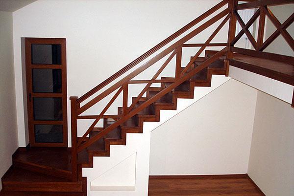 фото деревянных перил для лестницы