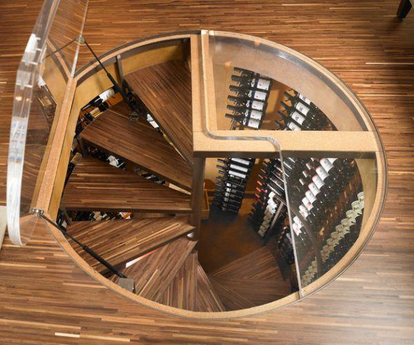 Винтовая лестница в подвал с люком