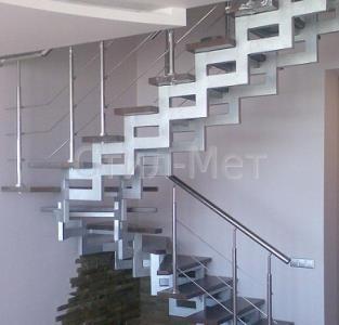 воздушные лестницы на открытых металлических косоурах