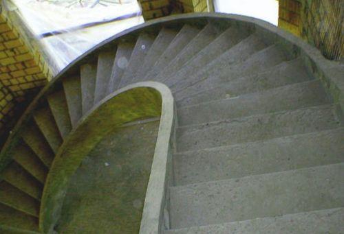 monolitnye_lestnicy_iz_betona__10