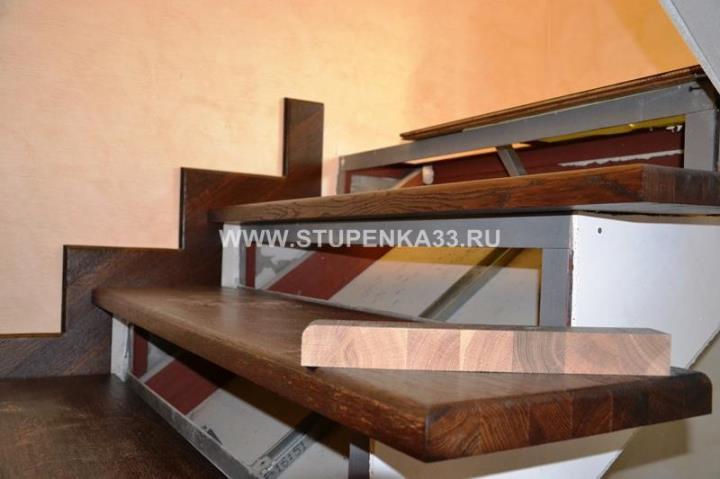 Комбинированная металлическая лестница. Металлокаркас плюс панели из дуба