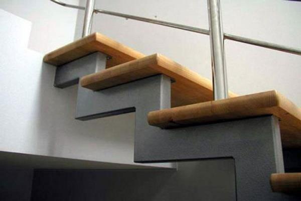 стильная лестница снизу