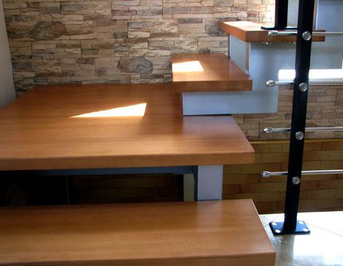 Лестничные ступени в загородном доме