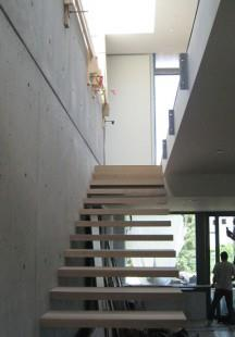 готовая железная межэтажная лестница