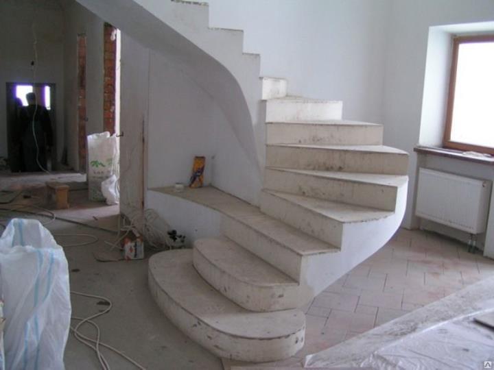Возведение бетонной лестницы