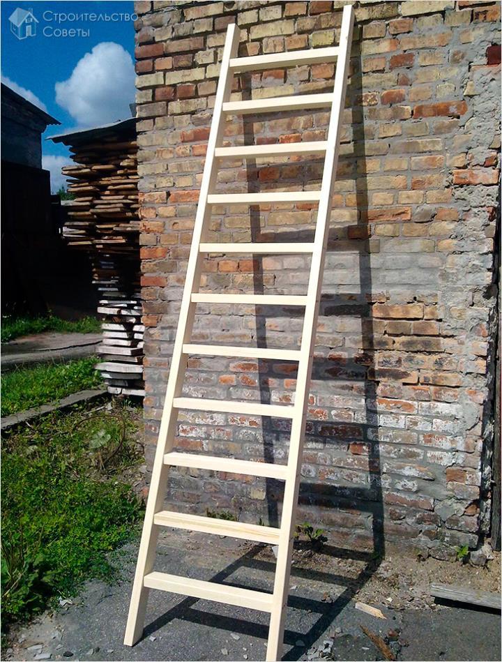 Приставная садовая лестница из дерева
