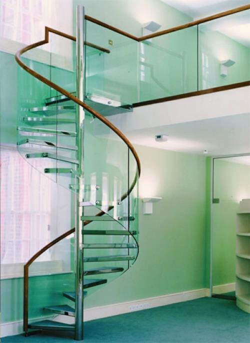 Лестница в коттедже 2