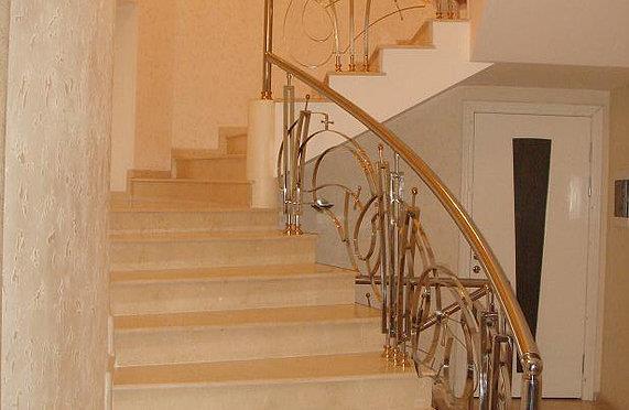 Бетонная лестница для дома