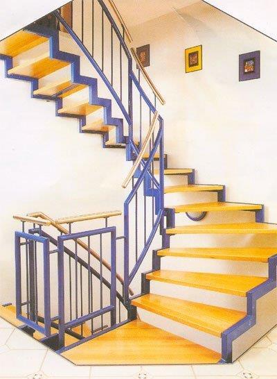 Забежная лестница на косоурах