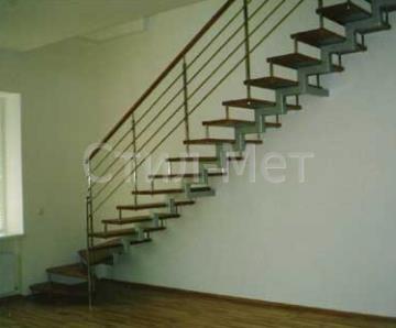 открытые лестницы на одном косоуре