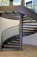 Винтовая лестница с красивым дизайном