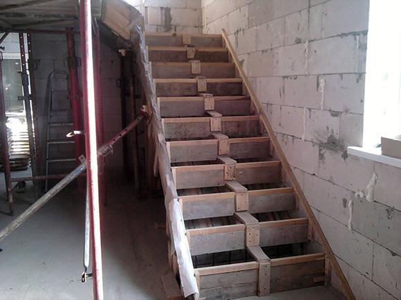 деревянная опалубка для лестницы