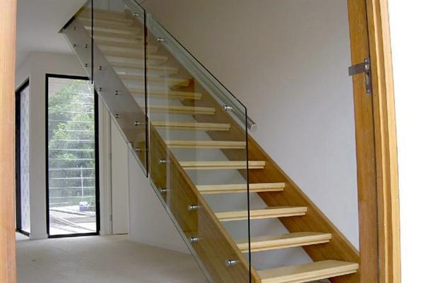 перила для деревянной лестницы на фото