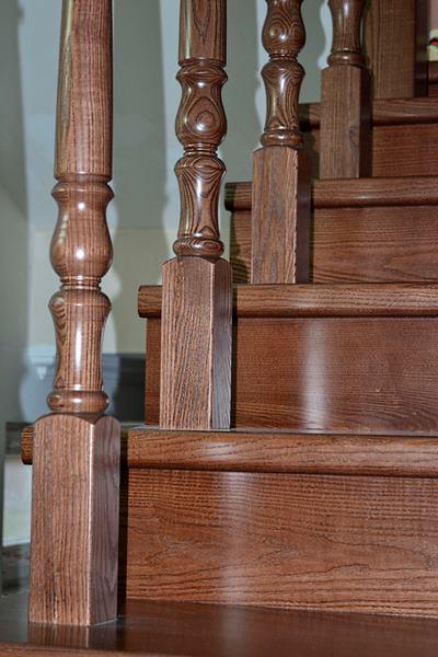 облицовка лестницы массивом ясеня