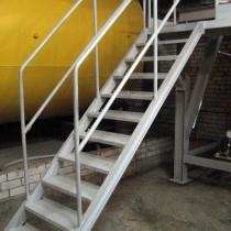 Строим металлическую лестницу на второй этаж своими руками