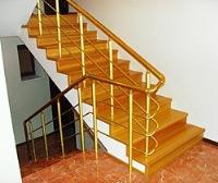 Отделка бетонных лестниц массивом древесины