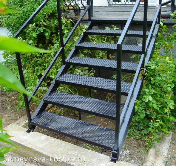 металлическая лестница наружная