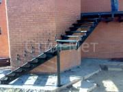 металлический каркас наружной лестницы