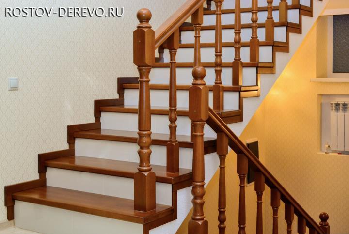 лестница из массива бука в частном доме