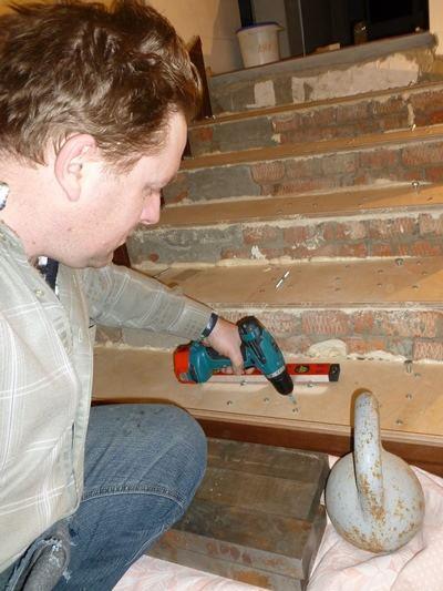 отделка бетонной лестницы фанерой