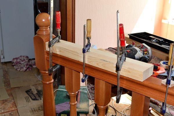 монтаж ограждения лестницы