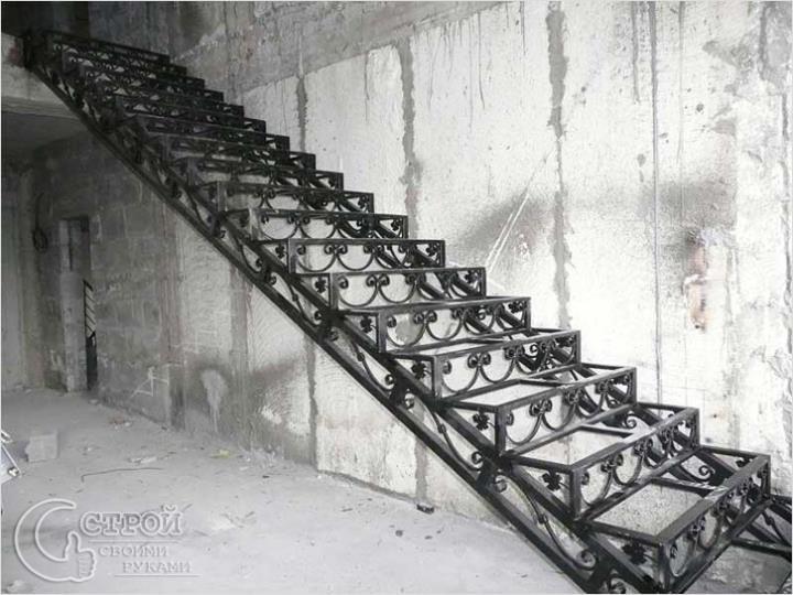 Кованый каркас лестницы