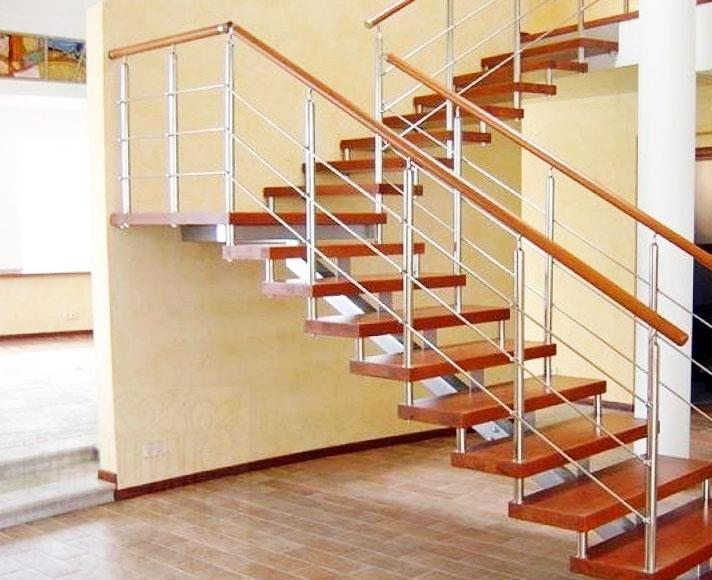 Пример маршевой лестницы в загородном доме