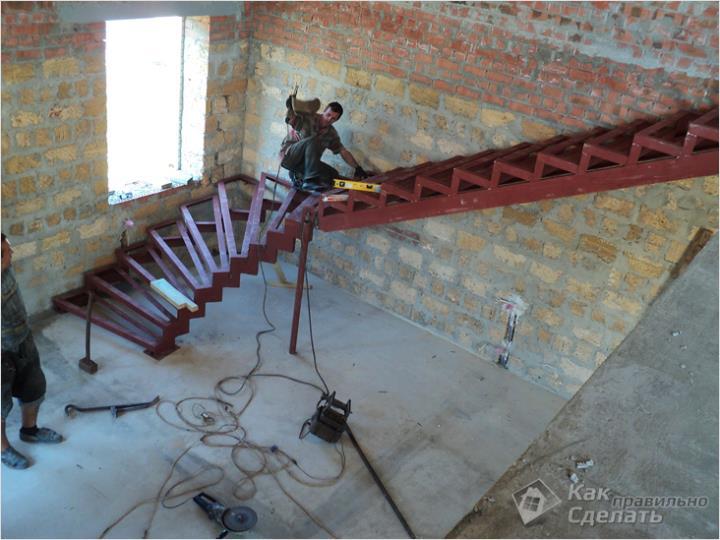Лестница из металлопрофиля