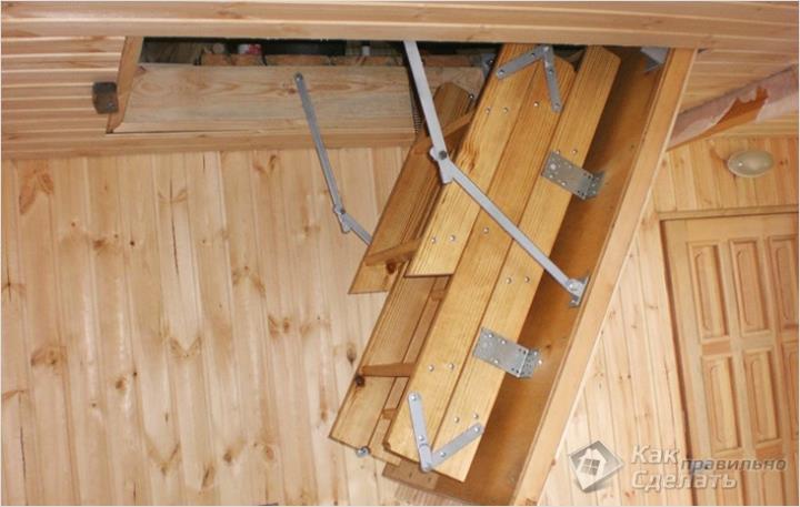 Лестница, сложенная в люке