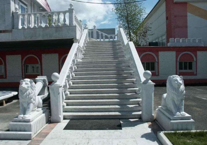 бетонная наружная лестница