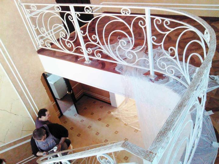 Кованые ограждения лестницы в Туле